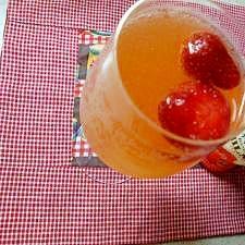 イチゴレモンスカッシュカクテル