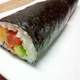 食べきりサイズ♪サーモンとアボカドの巻き寿司
