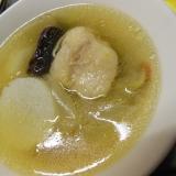 鶏もも肉と長芋となつめのスープ