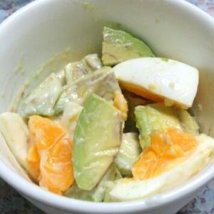 アボカドと茹で卵の味噌マヨサラダ