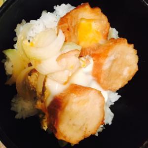 揚げ麩と玉ねぎの卵とじ丼