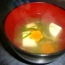にんじんと豆腐のすまし汁