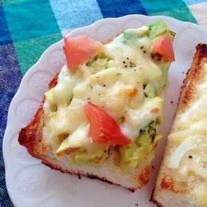 アボカドとトマトのチーズトースト♡