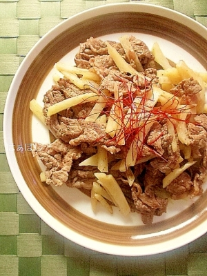 牛肉とじゃがいものピリ辛炒め