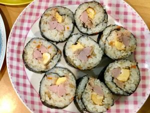子供もパクパク☆ちらし寿司の素で簡単な巻き寿司