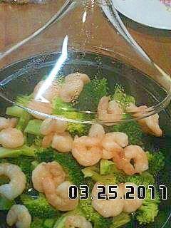 超簡単で)美味しいブロッコリーと海老のタジン蒸し