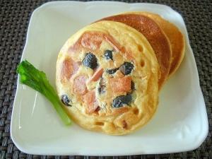 黒豆とソーセージのお食事系大豆粉パンケーキ♪