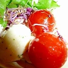 ミニトマトとモッツァレラチーズのサラダ