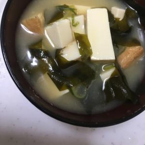 厚揚げ豆腐と絹ごし豆腐のお味噌汁(^○^)