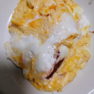 残り物カレーでチーズオムレツ