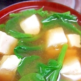 豆腐とツルムラサキのお味噌汁