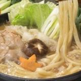 すき焼きの〆に本格的な讃岐うどん極太麺使用