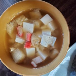 カニカマと豆腐と揚げのお味噌汁