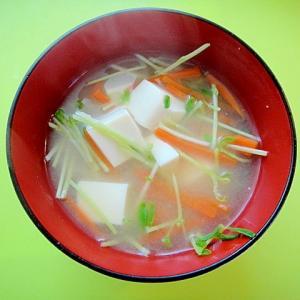 豆腐と人参豆苗の味噌汁