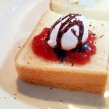苺ジャムとマシュマロのミニ食パン