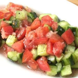 スプーンでわしわし!ひんやり冷た〜いトマトサラダ
