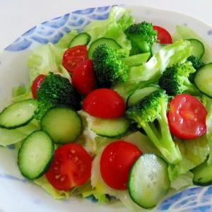 お手軽もう一品☆トマトとブロッコリーのサラダ