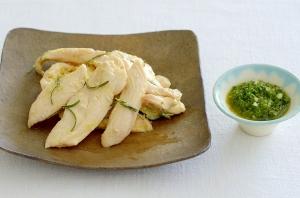 鶏の塩麹蒸し パセリソース