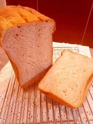 ほんのり爽やかな、いちごヨーグルト食パン☆(HB)