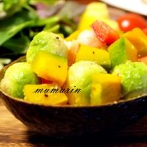 アボカドと彩り野菜のサラダ