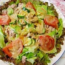 胡麻ドレッシングで食べるピリ辛豚肉のサラダ
