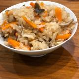 キノコたっぷり!土鍋で炊くもち米入り炊き込みご飯