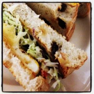 レーズンパンのサンドイッチ