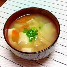 豆腐、大根、にんじんのみそ汁