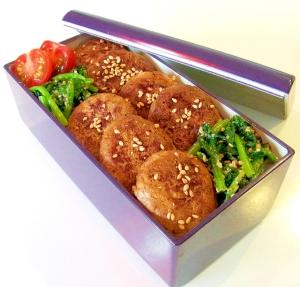 鶏つくねとほうれん草の胡麻和え丼弁当