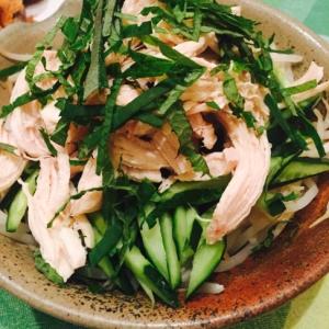 紫蘇の蒸し鶏サラダ