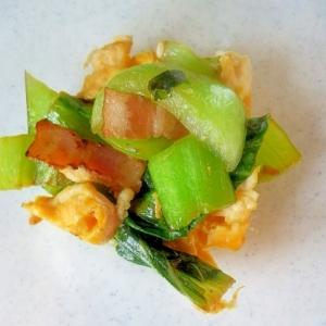 チンゲン菜と卵とベーコンの炒め物