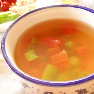 夏野菜のコンソメスープ