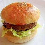 手作りバンズでハンバーガー