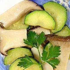 ズッキーニとエリンギのココナッツオイル炒め