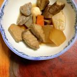 もうかザメと鶉のタマゴとゴボウや大根の煮物。