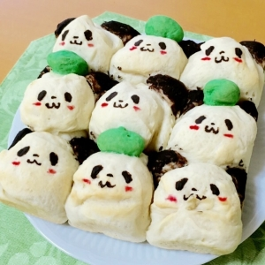 お買いものパンダと小パンダの米粉ちぎりパン
