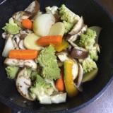 野菜と鶏肉のオイル蒸し