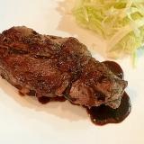 オージービーフのステーキ赤ワインソース