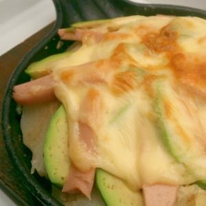 アボカドポテト魚肉ソーセージのチーズ焼き