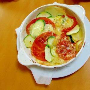ズッキーニとトマトのチーズグラタン
