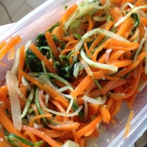 簡単で美味しい♬水菜と人参のゴマ和え