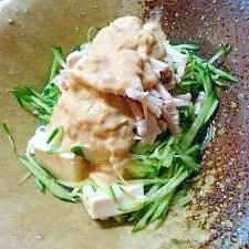 蒸し鶏むね肉ときゅうりの豆腐サラダ