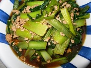 山東菜と鶏ひき肉の炒め物