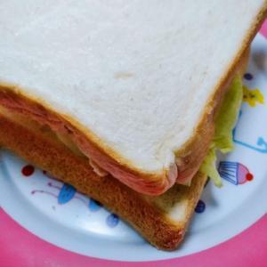 サラダチキンサンドイッチ