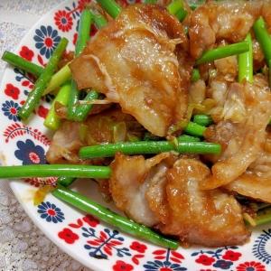 焼き肉のたれで簡単味付け、豚バラとニンニク芽炒め