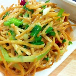 豆腐麺と春菊のナムル風サラダ