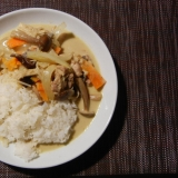 鶏もも肉とキノコと野菜のグリーンカレー