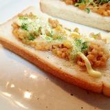 ひきわり納豆ととろけるチーズのトースト