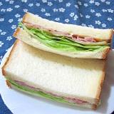 生ハムとレタスのサンドイッチ