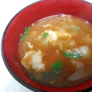 ニラと白菜、豚肉の味噌汁